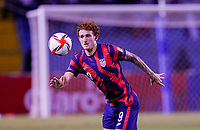 SAN PEDRO SULA, HONDURAS - SEPTEMBER 8: Josh Sargent #9 of the United States with his eyes on the ball during a game between Honduras and USMNT at Estadio Olímpico Metropolitano on September 8, 2021 in San Pedro Sula, Honduras.