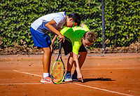 Hilversum, Netherlands, August 6, 2018, National Junior Championships, NJK, Line discussion between Jessy Tan (NED) (L) and Teun Gries (NED)<br /> Photo: Tennisimages/Henk Koster