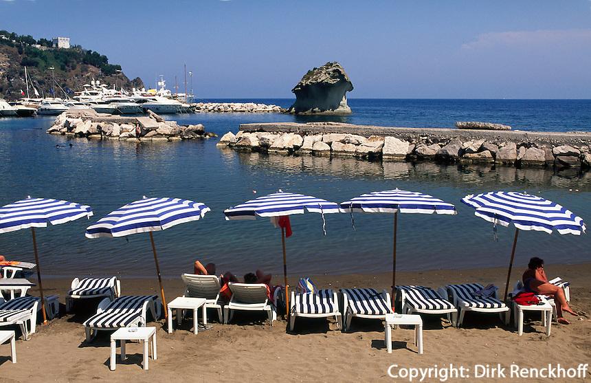 Italien, Ischia, Steinpilz von Lacco Ameno, Strand...