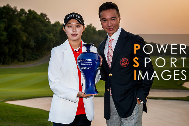Tenniel Chu Vice Chairman of Mission Hills Group (R) poses with Hyo-joo Kim of Korea during the prize presentation ceremony of Hyundai China Ladies Open 2014 at World Cup Course in Mission Hills Shenzhen on December 14 2014, in Shenzhen, China. Photo by Xaume Olleros / Power Sport Images