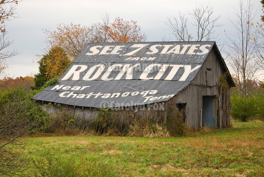 See Rock City painted on roof of wooden barn in rural Tenn.