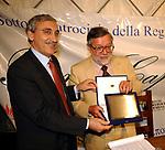 GIOVANNI MARIA FLICK RICEVE IL PREMIO<br /> PREMIO LETTERARIO CAPALBIO 2002