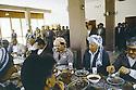 Irak 1991   Réunion du front du Kurdistan, le déjeuner avec les personnalités politiques   Iraq 1991 Meeting of the Kurdish front, lunch  with the political leaders