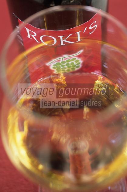 Europe/Croatie/Dalmatie/ Ile de Vis/ Vis: Chez Oliver Roki Domaine  Roki's dégustation du vin blanc