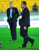 Chiefs coaches Neil Barnes and Dave Rennie during the Super Rugby match between the Hurricanes and Chiefs at Westpac Stadium, Wellington, New Zealand on Saturday, 23 April 2016. Photo: Dave Lintott / lintottphoto.co.nz
