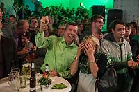 Wahlparty der Partei Bundnis 90/Die Gruenen am Abend der Bundestagswahl am 24. September 2017.<br /> Im Bild: Jubel nach der Bekanntgabe´der ersten Prognose.<br /> 24.9.2017, Berlin<br /> Copyright: Christian-Ditsch.de<br /> [Inhaltsveraendernde Manipulation des Fotos nur nach ausdruecklicher Genehmigung des Fotografen. Vereinbarungen ueber Abtretung von Persoenlichkeitsrechten/Model Release der abgebildeten Person/Personen liegen nicht vor. NO MODEL RELEASE! Nur fuer Redaktionelle Zwecke. Don't publish without copyright Christian-Ditsch.de, Veroeffentlichung nur mit Fotografennennung, sowie gegen Honorar, MwSt. und Beleg. Konto: I N G - D i B a, IBAN DE58500105175400192269, BIC INGDDEFFXXX, Kontakt: post@christian-ditsch.de<br /> Bei der Bearbeitung der Dateiinformationen darf die Urheberkennzeichnung in den EXIF- und  IPTC-Daten nicht entfernt werden, diese sind in digitalen Medien nach §95c UrhG rechtlich geschuetzt. Der Urhebervermerk wird gemaess §13 UrhG verlangt.]