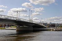Il ponte Aleksanterinkadun dell'architetto Mikko Kairan.<br /> The bridge Aleksanterinkadun by architect Mikko Kairan.Porvoonjoki river.<br /> Il fiume Porvoonjoki.<br /> Porvoo Borgå è un'antica città medievale dichiarata dall'UNESCO patrimonio dell'umanità.<br /> Porvoo Borgå is an old medieval town, UNESCO World Heritage Site.