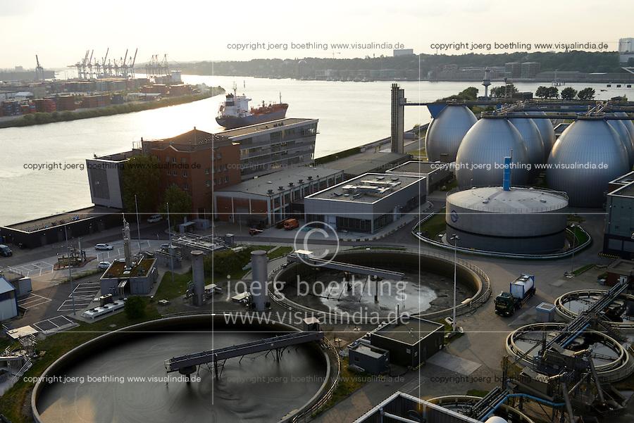 GERMANY, Hamburg, biogas plant at water treatment plant of Hamburg water, sludge is fermented to process Biogas for the gas grid / DEUTSCHLAND Hamburg, Klaerwerk und Biogasanlage Koehlbrandhoeft von Hamburg Wasser, aus Klaerschlamm wird in Faultuermen Biomethan gewonnen, gereinigt und ins Gasnetz eingespeist