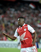 BOGOTA - COLOMBIA - 02-04-2013: Jefferson Cuero jugador de Independiente Santa Fe de Colombia, celebra el gol anotado a Cerro Porteño del Paraguay,  durante partido en el estadio Nemesio Camacho El Campín de la ciudad de Bogotá, partido por el grupo 6 de la Copa Bridgestone Libertadores 2013, abril 2 de 2013.  (Foto: VizzorImage / Luis Ramírez / Staff). Jefferson Cuero player of Independiente Santa Fe from Colombia celebrates a goal scored against  Cerro Porteño from Paraguay,  Paraguay  during a match for the group 6 of the Copa Bridgestone Libertadores 2013,  at Nemesio Camacho El Campin Stadium in Bogota city, onApril 2, 2013, (Photo: VizzorImage / Luis Ramirez / Staff)