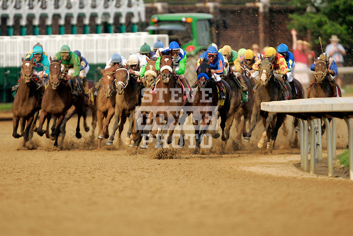 The horses come around the fourth turn during the 132nd running of the Kentucky Derby at Churchill Downs in Louisville, Kentucky on May 6, 2006.  Barbaro (leading, pink silks), ridden by Edgar Prado (blue cap), won the race....