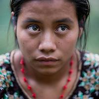 24 noviembre 2014. <br /> Marta Chub (20 años) vecina y afectada por la ampliación de la hidroeléctrica Renace. <br /> La llegada de algunas compañías extranjeras a América Latina ha provocado abusos a los derechos de las poblaciones indígenas y represión a su defensa del medio ambiente. En Santa Cruz de Barillas, Guatemala, el proyecto de la hidroeléctrica española Ecoener ha desatado crímenes, violentos disturbios, la declaración del estado de sitio por parte del ejército y la encarcelación de una decena de activistas contrarios a los planes de la empresa. Un grupo de indígenas mayas, en su mayoría mujeres, mantiene cortado un camino y ha instalado un campamento de resistencia para que las máquinas de la empresa no puedan entrar a trabajar. La persecución ha provocado además que algunos ecologistas, con órdenes de busca y captura, hayan tenido que esconderse durante meses en la selva guatemalteca.<br /> <br /> En Cobán, también en Guatemala, la hidroeléctrica Renace se ha instalado con amenazas a la población y falsas promesas de desarrollo para la zona. Como en Santa Cruz de Barillas, el proyecto ha dividido y provocado enfrentamientos entre la población. La empresa ha cortado el acceso al río para miles de personas y no ha respetado la estrecha relación de los indígenas mayas con la naturaleza. ©Calamar2/ Pedro ARMESTRE<br /> <br /> The arrival of some foreign companies to Latin America has provoked abuses of the rights of indigenous peoples and repression of their defense of the environment. In Santa Cruz de Barillas, Guatemala, the project of the Spanish hydroelectric Ecoener has caused murders, violent riots, the declaration of a state of siege by the army and the imprisonment of a dozen activists opposed to the project . <br /> A group of Mayan Indians, mostly women, has cut a path and has installed a resistance camp to prevent the enter of the company's machines. The prosecution has also provoked that some ecologists, with orders for their arrest, have been