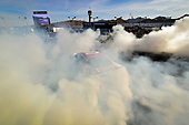Monster Energy NASCAR Cup Series<br /> Can-Am 500<br /> Phoenix Raceway, Avondale, AZ USA<br /> Sunday 12 November 2017<br /> Matt Kenseth, Joe Gibbs Racing, Circle K Toyota Camry celebrates with a burnout after winning <br /> World Copyright: Logan Whitton<br /> LAT Images