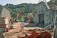 - Camp Ederle US Army base,  ammunition warehouse ASP 7 (Ammunition Supply Point 7) in Tormeno yard for the restructure of a bunker....- base US Army di caserma Ederle, deposito di munizioni ASP 7 (Ammunition Supply Point 7) di  Tormeno, cantiere per la ristrutturazione di un bunker..