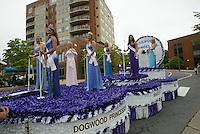 Dogwood parade beauty queens.
