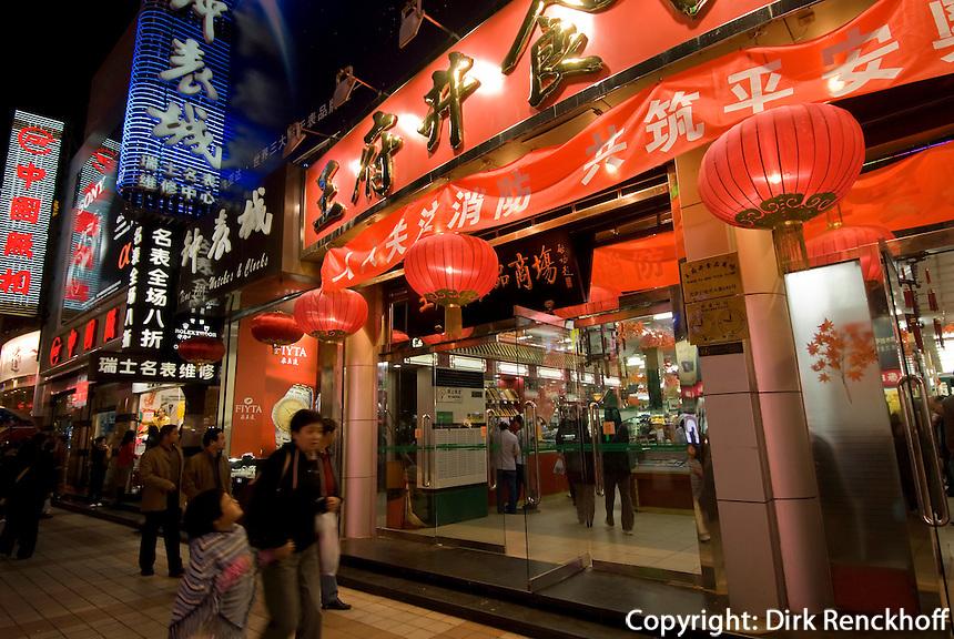 China, Peking (Beijing), auf der Wangfujing Dajie
