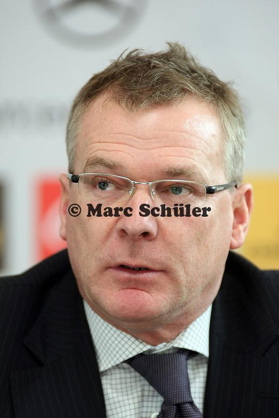 DFL Geschaeftsfuehrer Spielbetrieb Holger Hieronymus<br /> DFB-Pressekonferenz zum Thema Sicherheit im Fussball<br /> *** Local Caption *** Foto ist honorarpflichtig! zzgl. gesetzl. MwSt. Auf Anfrage in hoeherer Qualitaet/Aufloesung. Belegexemplar an: Marc Schueler, Am Ziegelfalltor 4, 64625 Bensheim, Tel. +49 (0) 151 11 65 49 88, www.gameday-mediaservices.de. Email: marc.schueler@gameday-mediaservices.de, Bankverbindung: Volksbank Bergstrasse, Kto.: 151297, BLZ: 50960101