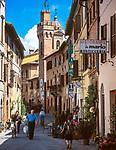 Italien, Toskana, Provinz Siena, Buonconvento: Altstadtgasse | Italy, Tuscany, Province of Siena, Buonconvento: old town lane