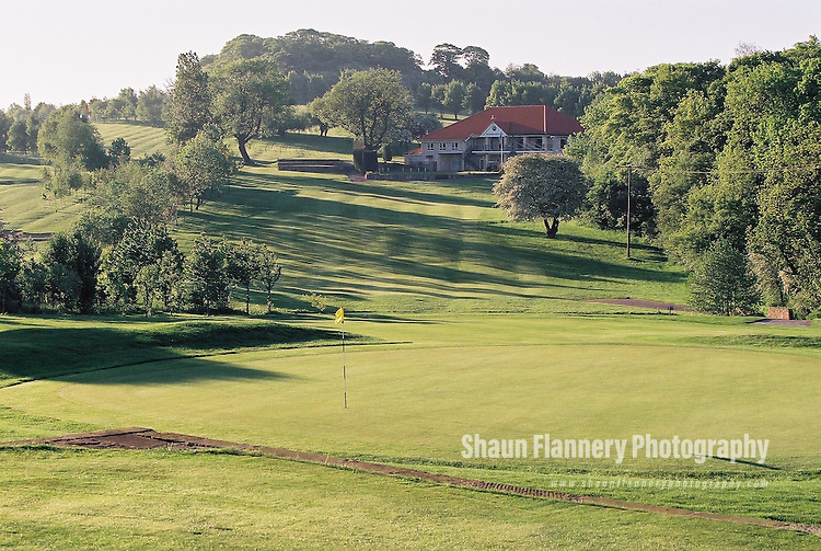 Pix: Shaun Flannery/shaunflanneryphotography.com...COPYRIGHT PICTURE>>SHAUN FLANNERY>01302-570814>>07778315553>>..18th May 2004..............Hickleton Golf Club, Lidgett Lane, Hickleton, Doncaster, DN5 7BE..Golf Course 1st green looking back towards the club house.
