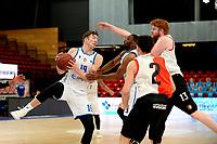 06-03-2021: Basketbal: Donar Groningen v ZZ Feyenoord: Groningen Donar speler Willem Brandwijk met Feyenoord speler Jeroen de Baat