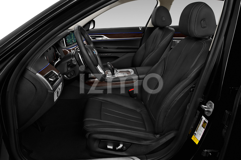 Front seat view of 2019 BMW 7-Series 740i 4 Door Sedan Front Seat  car photos