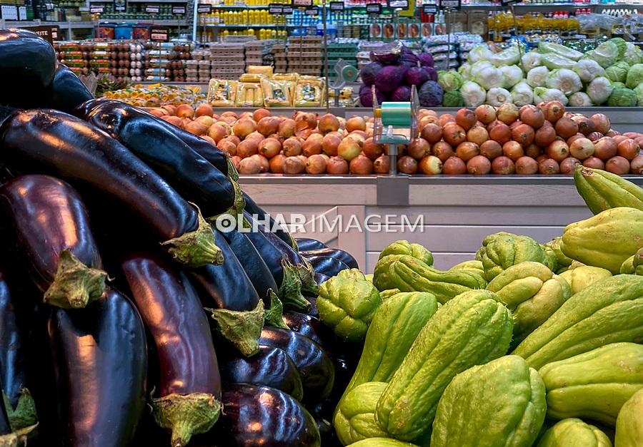 Mercado de frutas legumes e hortaliças, Sacolão bairro Perdizes, São Paulo. 2020. Foto Juca Martins