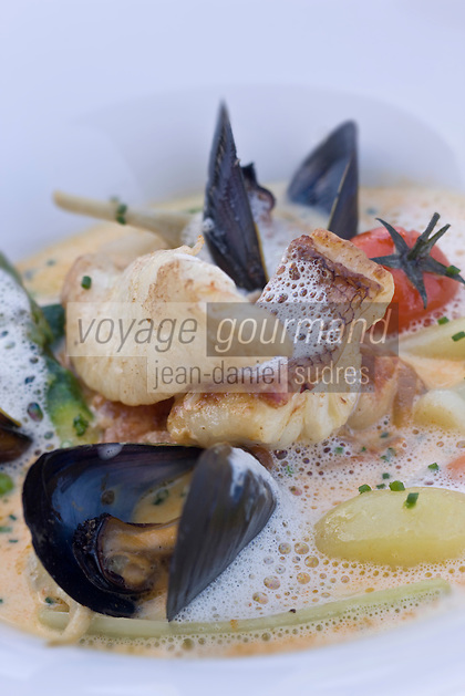 Europe/France/Corse/2B/Haute-Corse/Erbalunga:Brandade de denti façon parmentier avec fricassée de moules recette de Jerry Monmessin  du restaurant: Le Pirate, au port