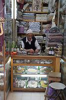 Afrique/Afrique du Nord/Maroc/Fèz: Dans la médina de Fèz-El-Bali détail d'une échope du souk