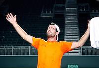 5-4-07, England, Birmingham, Tennis, Daviscup England-Netherlands, Raemon Sluiter dolt wat