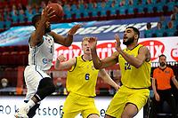 11-05-2021: Basketbal: Donar Groningen v Den Helder Suns: Groningen,  Donar speler Jarred Ogungbemi-Jackson met Den Helder speler Mickey Kolhorn