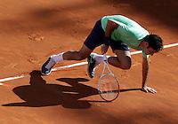 Lo svizzero Roger Federer cade durante la finale maschile degli Internazionali d'Italia di tennis a Roma, 19 Maggio 2013..Switzerland's Roger Federer falls on the pitch during the final match of the Italian Open Tennis men's tournament ATP Master 1000 in Rome, 19 May 2013..UPDATE IMAGES PRESS/Riccardo De Luca