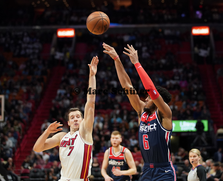 Troy Brown Jr (F, Washington Wizards, #6) gegen Goran Dragic (G Miami Heat, #7) - 22.01.2020: Miami Heat vs. Washington Wizards, American Airlines Arena