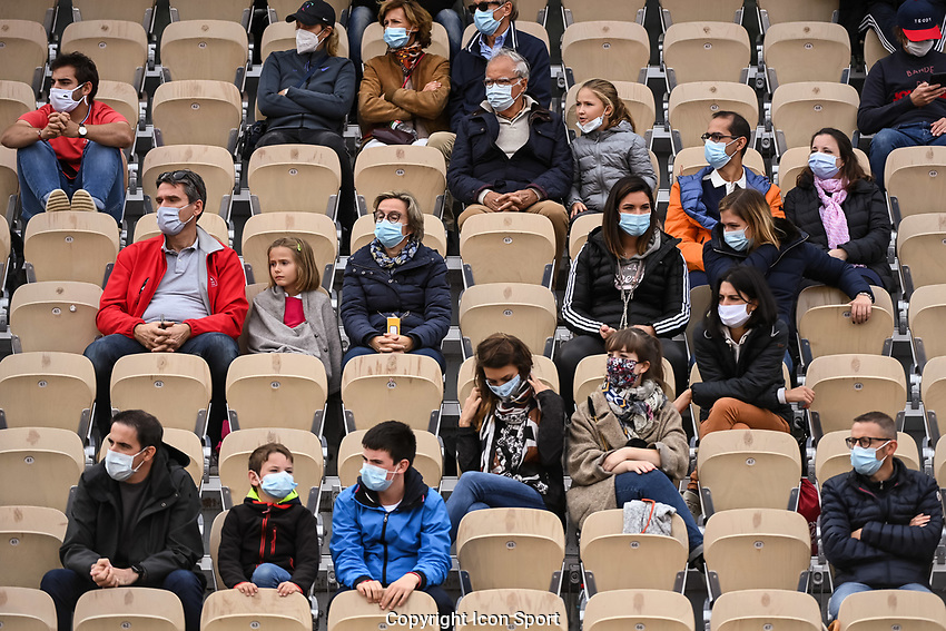 Spectators in the stands wearing face mask during the day four of the Tennis French Open on September 30, 2020 in Paris, France. (Photo by Baptiste Fernandez/Icon Sport) - --- - Roland Garros - Paris (France)