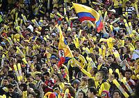 BOGOTA – COLOMBIA -  23-05-2014: Hinchas de la Selección Colombia animan al equipo durante fiesta de despedida en el estadio Nemesio Camacho el Campin de la ciudad de Bogota, Colombia parte hacia La copa Mundo Brasil 2014.  / Fans of the Colombia Team encourage for the team during a farewell party at the stadium Nemesio Camacho El Campin stadium in Bogota city, Colombia travels to the World Cup Brazil 2014. Photo: VizzorImage / Luis Ramirez / Staff.