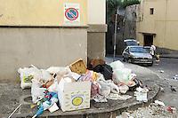 Rifiuti abbandonate lungo la strada a Torre del Greco, nei pressi di Napoli.<br /> Trash along the streets of Torre del Greco, near Naples.<br /> UPDATE IMAGES PRESS/Riccardo De Luca