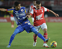 BOGOTÁ -COLOMBIA, 01-04-2014. Luis Carlos Arias (Der) de Independiente Santa Fe disputa el balón con Kevin Rendon (Izq) del Deportivo Pasto durante partido por la fecha 14 por la Liga Postobón  I 2014 jugado en el estadio Nemesio Camacho el Campín de la ciudad de Bogotá./ Independiente Santa Fe player Luis Carlos Arias (R) fights for the ball with Deportivo Pasto player Kevin Rendon (L) during match for the 14th date for the Postobon  League I 2014 played at Nemesio Camacho El Campin stadium in Bogotá city. Photo: VizzorImage/ Gabriel Aponte / Staff