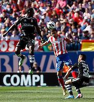 Atletico's Gabi and Granada's Ighalo and Torje (r) during La Liga BBVA match. April 14, 2013.(ALTERPHOTOS/Alconada)