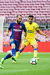 Aleix Vidal of FC Barcelona (L) fights for the ball with Borja Herrera Gonzalez of UD Las Palmas (R) during the La Liga 2017-18 match between FC Barcelona and Las Palmas at Camp Nou on 01 October 2017 in Barcelona, Spain. (Photo by Vicens Gimenez / Power Sport Images