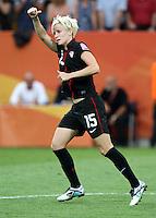 Dresden , 100711 , FIFA / Frauen Weltmeisterschaft 2011 / Womens Worldcup 2011 , Viertelfinale ,  .Brasilien (BRA) gegen USA  . (BRA) gegenMegan Rapinoe (USA) jubelt über getroffenen Elfmeter .Foto:Karina Hessland .