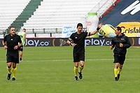 MANIZALES-COLOMBIA, 14–10-2020: Arbitros calientan previo al partido de la fecha 14 entre Once Caldas y Cucuta Deportivo, por la Liga BetPlay DIMAYOR 2020, jugado en el estadio Palogrande de la ciudad de Manizales. / Referees warm up prior a match between Once Caldas y Cucuta Deportivo of the 14th date for the BetPlay DIMAYOR Leguaje 2020 played at the Palogrande Stadium in Manizales city. / Photo: VizzorImage / JJ Bonilla / Cont.