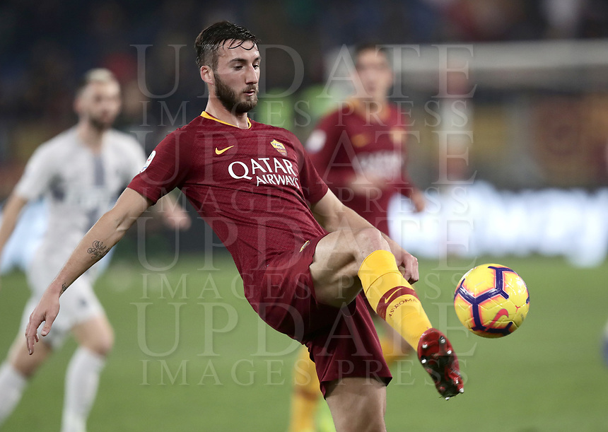 Football, Serie A: AS Roma - InterMilan, Olympic stadium, Rome, December 02, 2018. <br /> Roma's Bryan Cristante in action during the Italian Serie A football match between Roma and Inter at Rome's Olympic stadium, on December 02, 2018.<br /> UPDATE IMAGES PRESS/Isabella Bonotto