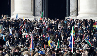 Migranti lasciano la Basilica di San Pietro dopo aver assistito ad una Messa per la Giornata Mondiale del Migrante e del Rifugiato. Città del Vaticano, 14 gennaio 2018.<br /> Migrants leave Saint Peter's Basilica after attending a special mass to mark  the World day of Migrants and Refugees. Vatican, on January 14, 2018.<br /> UPDATE IMAGES PRESS/Isabella Bonotto<br /> <br /> STRICTLY ONLY FOR EDITORIAL USE
