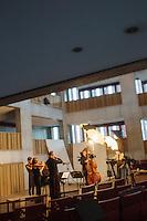 Belgique, Flandre-Occidentale, Bruges: Le Concertgebouw est un centre international de musique et des arts scéniques - répétition d'un orchestre  // Belgium, Western Flanders, Bruges, Concertgebouw Bruges International podium for music and dance