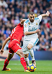 Karim Benzema (r) of Real Madrid fights for the ball with Guido Hernan Pizarro of Sevilla FC during the La Liga 2017-18 match between Real Madrid and Sevilla FC at Santiago Bernabeu Stadium on 09 December 2017 in Madrid, Spain. Photo by Diego Souto / Power Sport Images