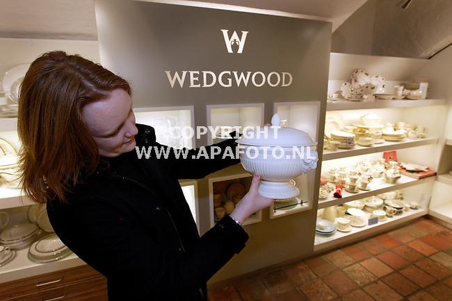 Arnhem, 050109<br />Polman verkoopt Wedgewood servies.<br />Foto: Sjef Prins - APA Foto