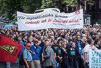 Mehrere hundert Mitarbeiter der Siemens-Turbinenproduktion in Berlin versammelten sich am Dienstag den 9. Juni 2015 vor dem Turbinenwerk im Bezirk Wedding zu einem Protestkundgebung gegen die geplante Entlassung von 1.500 Angestellten. Die Konzernleitung will von den 11.500 Mitarbeitern in Berlin in den Bereichen Gasturbinenwerk 800, Schaltwerk 600 und in weiteren Bereichen 100 Arbeitsplaetze streichen.<br /> 9.6.2015, Berlin<br /> Copyright: Christian-Ditsch.de<br /> [Inhaltsveraendernde Manipulation des Fotos nur nach ausdruecklicher Genehmigung des Fotografen. Vereinbarungen ueber Abtretung von Persoenlichkeitsrechten/Model Release der abgebildeten Person/Personen liegen nicht vor. NO MODEL RELEASE! Nur fuer Redaktionelle Zwecke. Don't publish without copyright Christian-Ditsch.de, Veroeffentlichung nur mit Fotografennennung, sowie gegen Honorar, MwSt. und Beleg. Konto: I N G - D i B a, IBAN DE58500105175400192269, BIC INGDDEFFXXX, Kontakt: post@christian-ditsch.de<br /> Bei der Bearbeitung der Dateiinformationen darf die Urheberkennzeichnung in den EXIF- und  IPTC-Daten nicht entfernt werden, diese sind in digitalen Medien nach §95c UrhG rechtlich geschuetzt. Der Urhebervermerk wird gemaess §13 UrhG verlangt.]