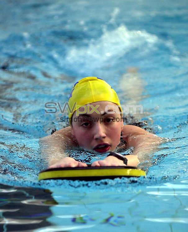 Pix: Matthew Lewis/SWpix.com. Swimming. National Youth Squad Swimming, Loughborough University. 25/10/2002...COPYRIGHT PICTURE>>SIMON WILKINSON>>01943 436649>>..City of Leeds' Rebecca Shaw.