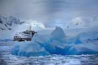 An den Yalour Islands<br /> Inmitten dramatischer Eislandschaften<br /> In the midst of dramatic icy landscapes<br /> <br /> Full size: 69,2 MB