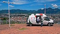 Unidade de diagnósticos da Van Saúde no Complexo do Alemão. Rio de Janeiro. 2011. Foto de Luciana Whitaker.