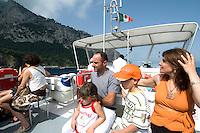 Italien, Capri, Ausflugsboot vor Marina Grande