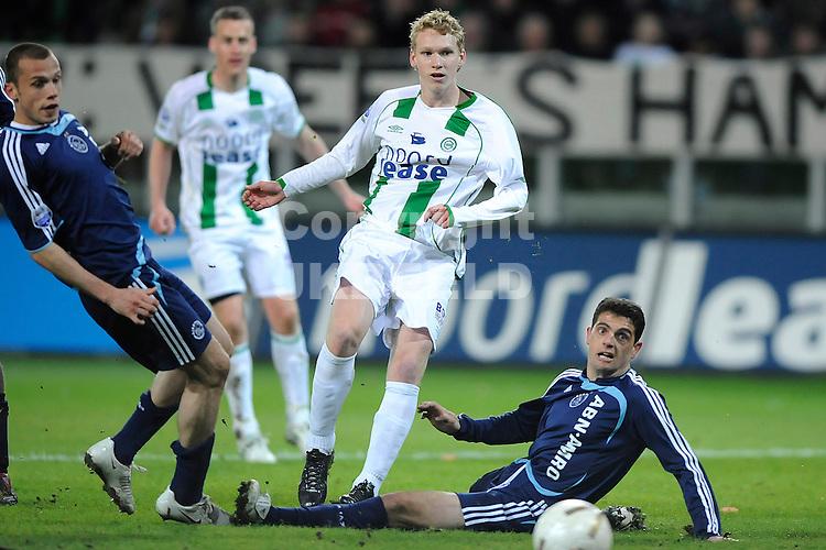 voetbal fc groningen - ajax erediivisie seizoen 2007-2008 16-04-2008  stef nijland schiet silva is te laat